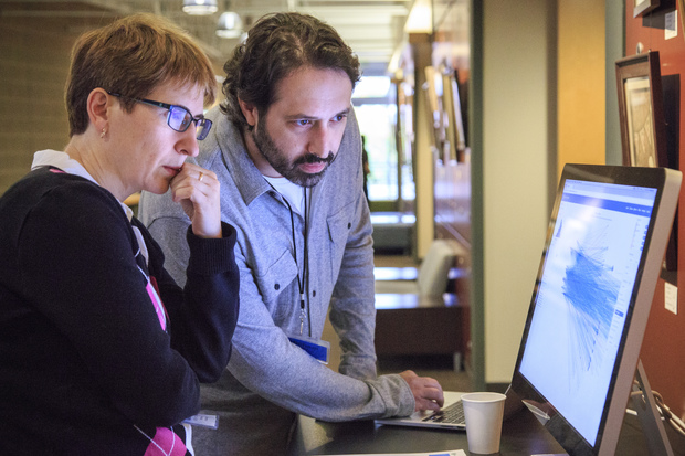 Photo of Michael Zager demonstrating Oncoscape, a web-based collaboration platform for sharing translational data.
